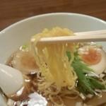 めん屋そら - 麺(細麺)