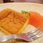カッフェ トムテ - パティスリーEPICEさんのニンジンケーキ