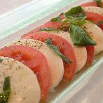 ザ クーデター - カプレーゼ(モッツァレラチーズ、トマト、バジル)