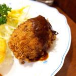 キクヤレストラン - 洋食屋さんの手作りコロッケ。デミグラスソースが掛けられている