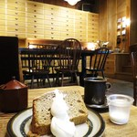 ヒキダシ - 料理写真:カフェオレシフォン 生クリーム添え、コーヒー