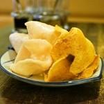 チャイヤイ - 2015.7 海老煎餅(お通し)