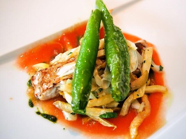 モード ディ ポンテベッキオ - イトヨリの炭火焼き トマトフォンデューダ、フライ野菜と甘長ししとうのロースト添え