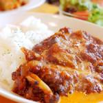 洋食エイト - 良く煮込まれた絶品カレーです。