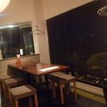 梅乃宿温酒場 - 雨でお客さんも寂げ ゆっくり座って呑めてお手頃価格 カナ