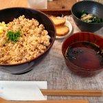 お茶とお菓子 横尾 - 比内地鶏のそぼろごはん(900円)