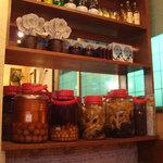 ソナム - 棚に果実酒や高麗人参酒がありました。