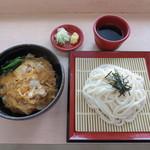 雪うさぎ - (夏季限定】不動寺涼風セット  850円  たまご丼と冷やし麺類を組み合わせたお手軽セットメニュー。ざるうどんorざるそばを選ぶことができます。