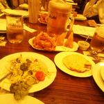 39802194 - 野菜サラダとパパド(豆の粉のインドせんべい)