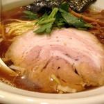 新橋 纏 - 平子煮干そばの丼表面