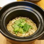 平花とんぼ - 和歌山しらすの土鍋御飯・・奥さんも和歌山の方だとか。