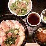 ふぐ処 赤坂 大友 - 日替りランチ 炙りサーモン&ネギトロ丼 税込700円