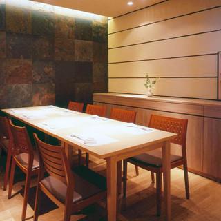 接待やご会食には個室をご利用ください。