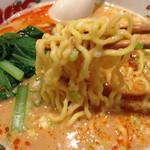 chuukaryourihisuien - 担々麺はちぢれ麺ですね。