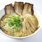 らー麺 藤平 - 藤平ラーメン:あっさりとんこつベースの定番ラーメンです。