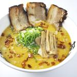 らー麺 藤平 - 藤平スペシャル:藤平オリジナルスープにフライにんにくを使い、香ばしさとコクをプラスしました。