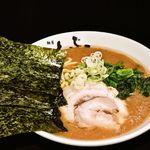 横浜家系 麺屋はやぶさ - らーめん 670円