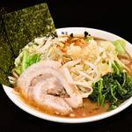 横浜家系 麺屋はやぶさ - にんにく野菜らーめん 770円