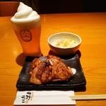 こけこっこ - 『キリン一番搾り フローズンビール』(669円)と『鶏炭火焼き』(972円)~♪(^o^)丿
