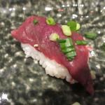 39817985 - 赤身寿司 180円