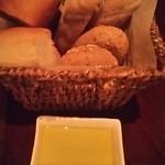39818415 - お通しのパン
