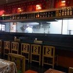 サムジャナ - ちょっと右に振りました。厨房方面です。ネパール人のシェフが腕を振るっていましたよ。接客も良く気持ちよく食べる事が出来ました。