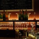 シャンパン&醤油バー フルートフルート - お洒落な店内
