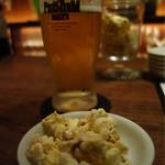 シャンパン&醤油バー フルートフルート - 生ビールと付出しのポップコーン