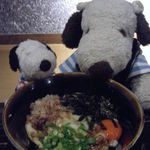 駄駄っ子 - 飲んだ後の〆に、伊勢うどん500円も注文したよ。 これも外せない一品だよ~ 伊勢うどんって普通のうどん(お出汁に麺)と違って、 独特の甘辛い醤油だれを麺に絡めて頂くんだよ。 麺も柔らか丸太麺が特徴。