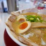ラーメン横綱 - チャーシューメン(並)800円味玉100円