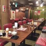 創業70年老舗餃子バル 餃子家 龍 - 店内(H27.4)