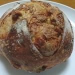パン屋 プラティニ - カシュナッツとゴーダのフィセル