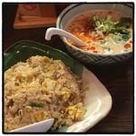 麺飯食堂 ひら匠 - チャーハンセット。 セットの麺は、塩・醤油・坦々麺から選べる。 ボリュームたっぷりお腹いっぱい。