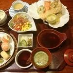 39838048 - 蟹天ぷら手まり寿司御膳。税別1600円。