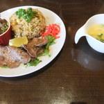 黒毛和牛とお好み焼き 鉄板家Act - 牛タンと柚子胡椒チャーハン(980円)