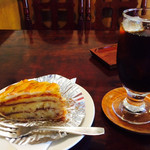 ライオンベーカリー - 料理写真:ボストンパイ&アイスコーヒー