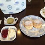 英国紅茶専門店 THE TEA HOUSE  - スコーンとペティアガーラ