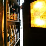 ダシだれ焼鳥・おでん 渡邉十八番 - 選びぬいた焼酎・日本酒が並びます!更に秘密の扉を開けると・・・