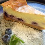 39850859 - ブルーベリーのチーズケーキ