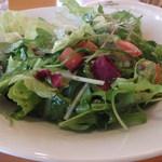 小倉 匠のパスタ ラ・パペリーナ - 肉料理のサイドサラダ