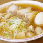 喜多方食堂 - 蔵出ししょうゆラーメン+味玉、切り落としチャーシュー