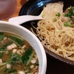 鶏の穴 - 中細麺のあっさりつけ麺「ゆじゅ」(2015年7月限定)