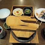 39855727 - 季節の釜飯 ホタテのそぼろと金目鯛の釜飯(1200円)