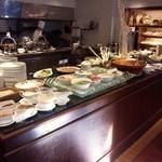 ハイアット リージェンシー 福岡 レストラン ル・カフェ - 30種類のホテルメイドの料理が食べ放題です