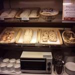 ハイアット リージェンシー 福岡 レストラン ル・カフェ - パンの種類も豊富です