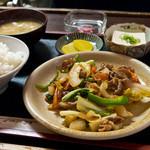 やよい食堂 - 日替わり定食、豚野菜の甘辛炒めとか。