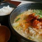 ワイナリーレストラン朝霧の庄 - 第5回九州ご当地グルメ王者決定戦第2位獲得 ホルモンラーメン ¥864(税込)  ごはんに合いますよ!