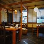 izakaya 新道亭 - 居酒屋風の店内