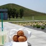 パニエ - 料理写真:モエレ珠とモエレ山w;ドリンクは白ぶどうソーダ @2015/07/11