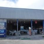 味咲 - 外観写真:赤崎ビーチの前にあります